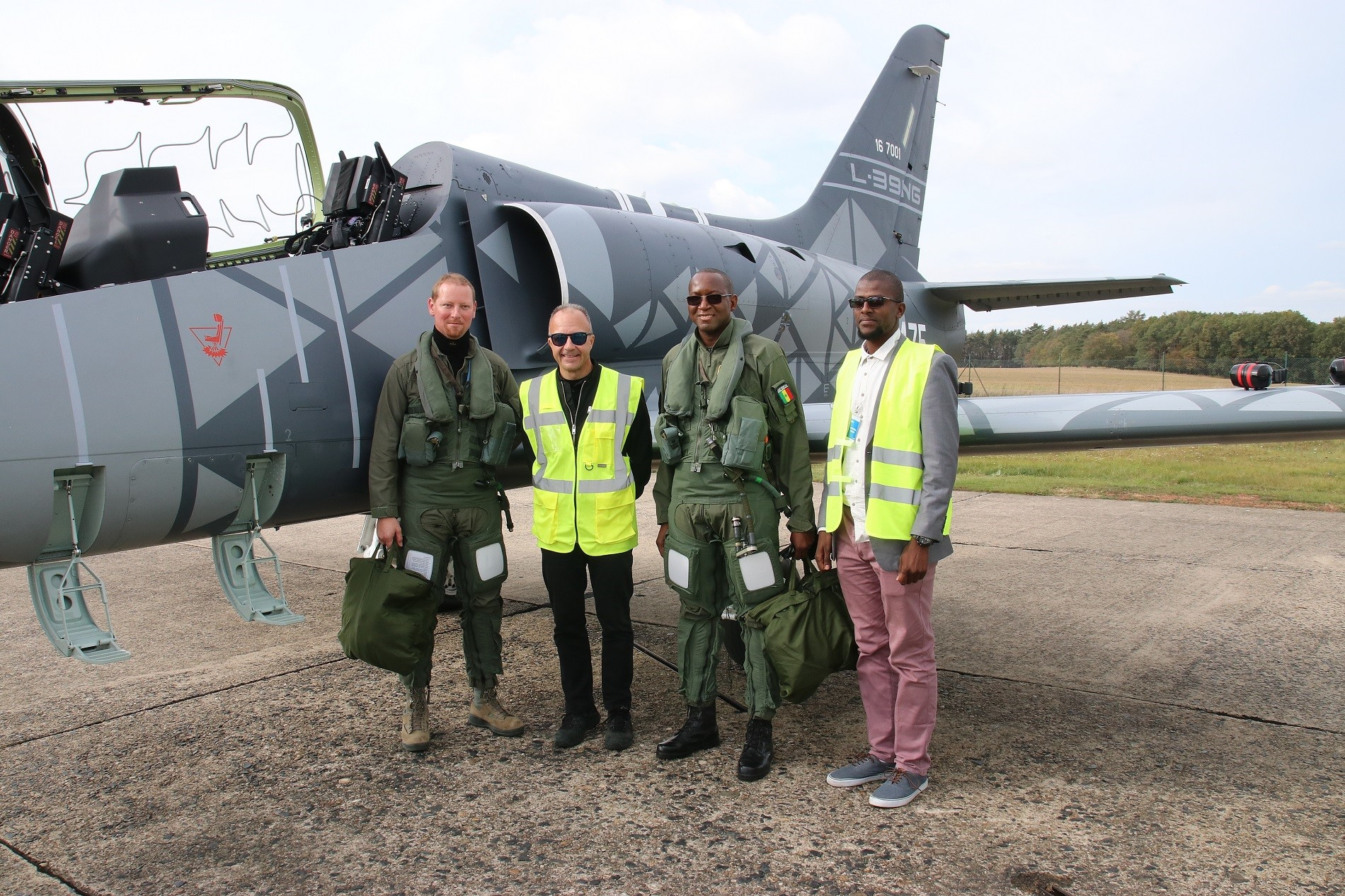 Senegalese Chief of Air Force flies L-39NG