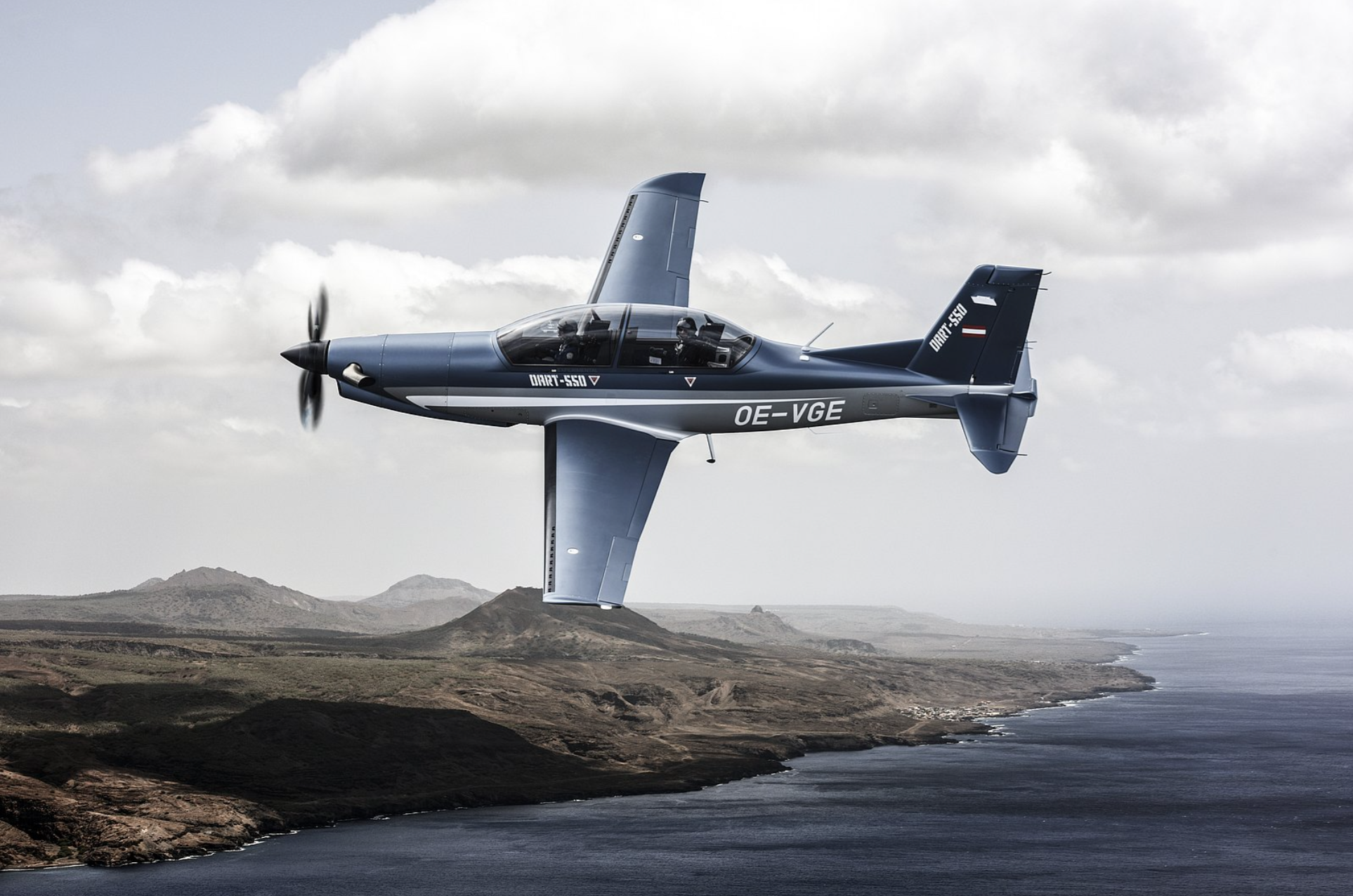 GE's H-Series aerobatic engine powers its first flight on the Diamond DART-550